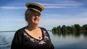 Dianne Bennett är en färgstark matchmaker från Hollywood. Hennes släkt finns i Medelpad och Småland.
