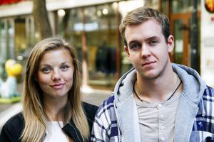 Karolina Haraldsson, 17 år, Löfsåsen och Simon Björklund, 20 år, Borås:   Karolina:   1. Miljön   2. För inte rösta ännu   3. Men det blir troligtvis MP eller V   Simon:    1. Arbetslösheten   2. Ja   3. Moderaterna