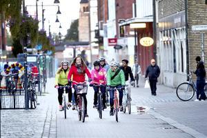 Cykla tillsammans, umgås och ha trevligt. Det är mottot för Slow Roll Gävle.