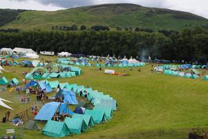 En del av lägret sett från en kulle. Tälten står i ringar, så kallade Subcamps, där skotska scouter är blandade med scouter från olika länder.