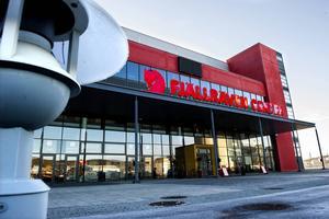 En pressfotograf skadades efter att ha träffats av ett slagskott under pågående hockeymatch i Fjällräven Center.