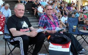 Bo Westlund och Christer Lindqvist hade rest från Sandviken för att uppleva lördagens V75-tävlingar på plats. Foto: Eric Salomonsson