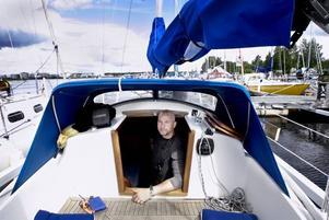 SKEPP OHOJ. I segelbåten Olivias koj kommer Kenneth Wallström att tillbringa nätterna de kommande månaderna.