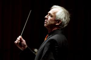 Dirigenten Håkan Sund.