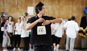 När det gäller dans brukar grabbarna vara i minoritet. Så även den här gången. 18 av 20 dansare var tjejer. James Bankratok (bilden) och Simon Skjefstad heter grabbarna som slog in en kil i dominansen.