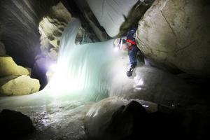 En man i 20-årsåldern döms till böter för att olovligen tagit sig in i en grotta.