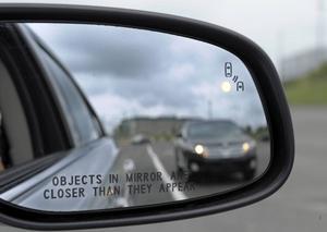 Det blir lättare att hålla koll på bilarna runt omkring om ett trådlöst nätverk hjälper till.    Foto: Susan Walsh/AP