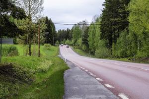 Vägen har många  svackor och backkrön.