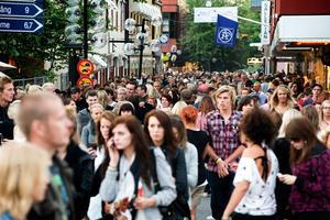 Arrangörerna bakom Peace & Love-festivalen vill förvisso att festivalen ska växa, men inte till forna höjder. Bilden föreställer folkmyllret på Sveagatan under festivalen 2008.