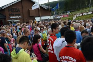 Många besökare och deltagare hade tagit sig till invigningen för att höra bland annat Lena Larsson tala.