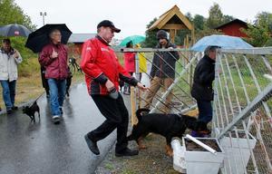 På tisdagen invigdes hundrastplatsen som ligger mellan Varghedens fotbollsplan och Lommarbadet i Norrtälje.
