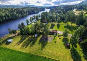 Fem hektar camping med bland annat 14 st stugor och 48 campingtomter.