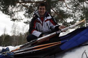 Ner med skidorna i fodralet och fram med löparskorna är vad som gäller för Andreas Kårström från och med i dag. På onsdagkvällen handlar det nämligen om säsongpremiär för löparna i Långloppsserien.