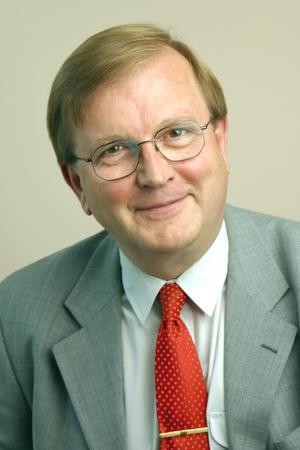 Hett namn. 60-årige Sten-Olov Hellberg, länspolismästare i Västernorrlands län är, enligt vad tidningen erfar, den hetaste kandidaten till jobbet som ny länspolismästare i Dalarnas län.