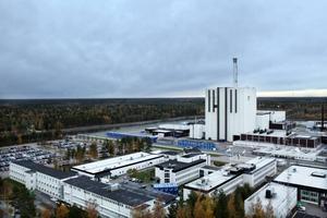 Forsmark 1. Det första larmet om radioaktivitet på Forsmark kom när en av de anställda, som hade som vana att äta frukost på jobbet, gick ut från området för att borsta tänderna. Innan Tjernobyl-olyckan fanns det nämligen ingen radioaktiv kontroll vid ingång till reaktorerna, bara vid utgång. Numer sker kontroller såväl vid in- som utgång.
