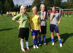 Siktar på Dalalaget. Alexandra Eriksson från VAIK och Järnatrion Julia Svan, Evelina Morén och Linnéa Gustafsson är fyra av de 72 tjejer som nu hoppas på en plats i Dalarnas kommande F16-lag. Foto:Göran Danielson