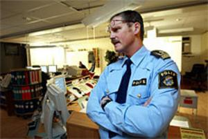 Inga avåkningar eller allvarliga bilolyckor. Då väntade Hans-Olof Sundström och operatörerna i kommunikationscentralen på att det alkoholrelaterade familjevåldet skulle göra sig påmint. Foto: Nick Blackmon