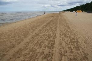Sandstranden vid Jurmala är Rigas sommarreträtt med sol, bad, spa och sköna trävillor.
