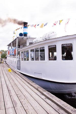Med draghjälp Med draghjälp från ångaren Östersund hoppas stiftelsen Basse on Tour att insamlingen till barnen på Östersunds sjukhus ska sluta på en miljon kronor i år.