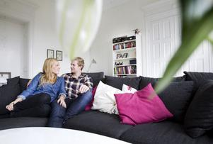Soffmyser gärna. De tycker om att titta på hockey, både hemma i TV-soffan och live på Läkerol Arena.