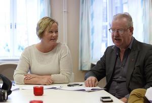 Oppositionsrådet Ulrika Falk och Olle Jansson, lokal S-ordförande, vill prata mer sakfrågor och ägna mindre tid åt politiskt spel. – Partiet har kanske uppfattats som lite otydligt och stelbent tidigare. Nu ska det bli ändring, säger de.