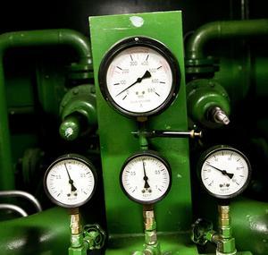 Mycket mätteknisk utrustning finns innan för väggarna på kraftverket.