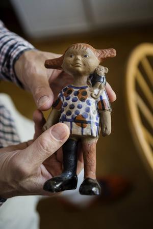1967 skapade Lisa Larson en Pippi-figur som godkändes av Astrid Lindgren själv. Ett av de få kvarvarande exemplaren finns i författarens lägenhet.
