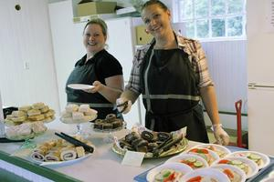 Serveringen sköter parkföreningen, i torsdags var Ammie Johansson och Erica Andersson på plats.