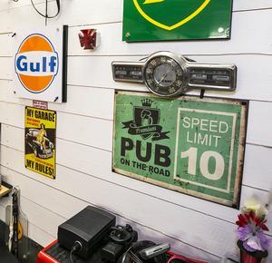Överallt i garage finns det gamla saker.