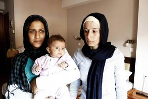 Rama och Merved har lämnat allt bakom sig för en osäker framtid i Europa. De har två barn var. Yngst är Merveds dotter Maja, två månader. Det är väldigt svårt att fly med ett sådant litet barn berättar Merved.