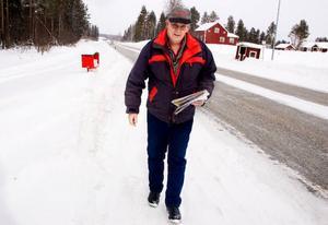 Att hämta post tillhör Gösta Olofssons dagliga rutin.