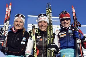 Prispallen på Lugnet. Martine Hagen, Charlotte Kalla och Astrid U Jacobsen.