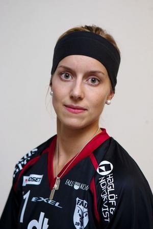 Landslagsforwarden Therese Strömberg inledde och avslutade målskyttet när IBF Falun besegrade Örebro med 7–3.