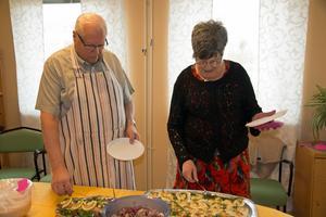 Vändpunkten läggs ner – och avslutade med påsklunch. Ivan Dahlkvist och Doris Gustavsson kan se tillbaka på 25 år i föreningens tjänst.