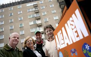 Alliansen i Hallsberg backade ett mandat i valet. Erik Storsveden (FP), Ewa Unevik (M), Anders Lycketeg (C) och Tomas Hagenfors (KD).