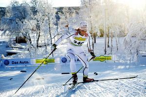 Bruksvallarna i härlig vinterskrud. Bilden är från i november, då den sedvanliga Sverigepremiären avgjordes. Här ser vi Charlotte Kalla vinna ett av loppen. Nu ska det även bli ett långlopp i Härjedalsorten, närmare bestämt på lördag.