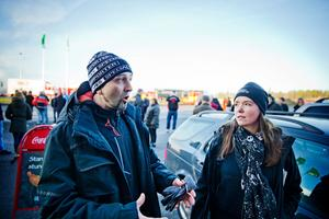 Jennifer Granqvist, till höger i bild, tog initiativ till en tyst minut för chauffören som omkom i Mogetorp. Bilden är tagen i ett annat sammanhang.