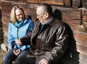 Petra Gahm, kassör, och ordförande Karl-Arne Zeider planerar 80-årsfirandet.