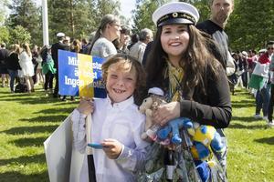 Nathalie Araya Hall blir hyllad på Ornbacken av sin lillebror Anton.