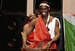 Festivalorkester. – Så småningom ska vi spela på bland annat festivaler, säger lindesbergaren Emmanuel Hakizimana.