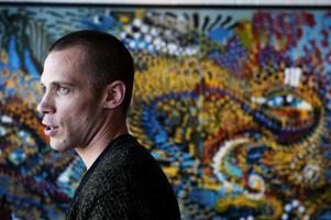 Särdrag inom Dalagraffitin lyfts fram på Dalarnas museum. Michael Mårtensson har producerat utställningen tillsammans med Aje Thåli.