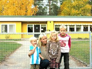Sara Massers barn Ida, 5 år, Ludvig, 3 år och Alfred, 7 år, fick alla plötsligt sluta på Tallkotten i Järbo. Nu agerar Sara Masser talesperson för alla barnens föräldrar och har skrivit ett brev till kommunen.
