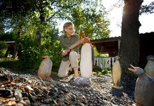 Pingvinpassion. Marianne Grandien har ett särskilt gott öga till dessa djur, som hon tycker ser ut som små farbröder. FOTO: ANDERS SJÖBERG