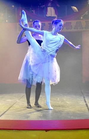 Dans. Föreställningen bjöd på dans i olika former.