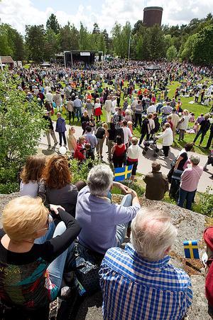 Välbesökt. Gräsmattan var fylld med västeråsare som kommit till Djäkneberget för att fira nationaldagen som är en helgdag sedan 2005, då annandag pingst togs bort som ledig dag.