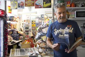 Bosse Bäcklund på 56:ans café hoppas få behålla sin ställplats om det blir bostäder på Sågplan.