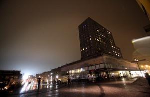 Annat ljus. Örebro i mars för två år sedan – elen i skuggan av elden för en timma. arkivbild: Kicki Nilsson