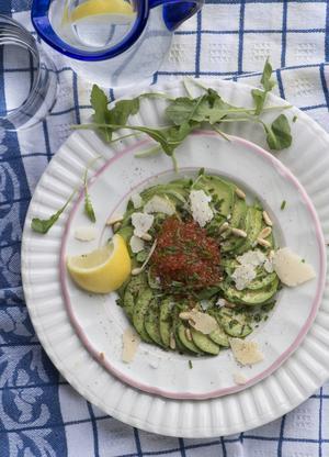 Carpaccio utan kött. Här har jag använt avokado i stället. Nyttigt och gott.   Foto: Fredrik Sandberg/TT