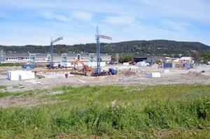 I Nacksta håller E14 Bilhallen på att bygga sin nya bilanläggning.