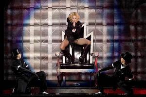 Kommer till Sverige. Madonna i Mexico City under sin världsturné Sticky and sweet.